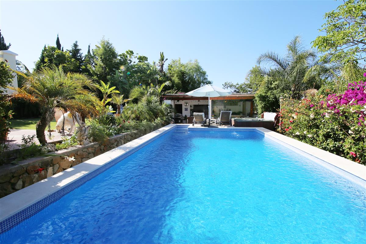Jacuzzi In Tuin : Naturist apartment with pool gardens and jacuzzi holiday rental in