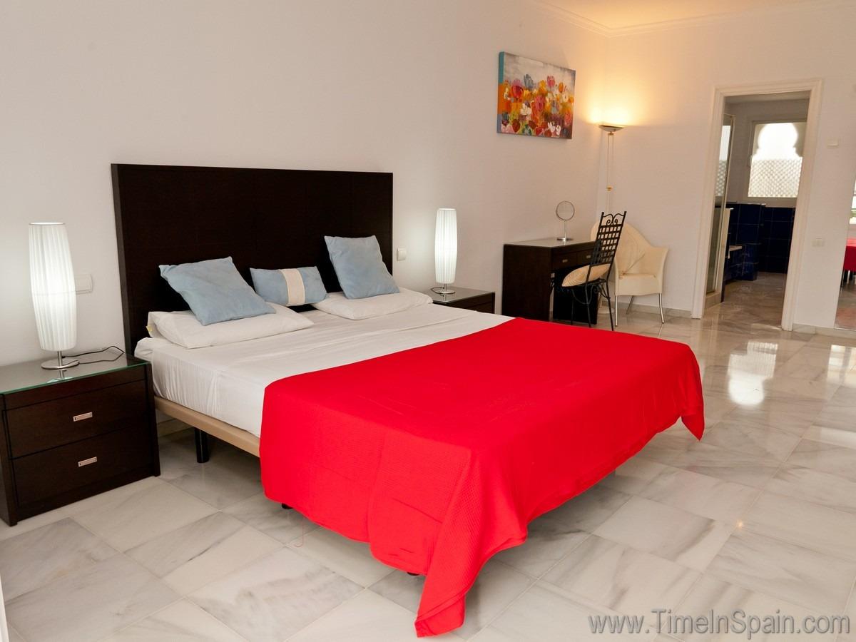 Urlaub in spanien ruim appartement met airco voor 8 pers wifi el presidente ayalaya park - Slaapkamer met doucheruimte ...