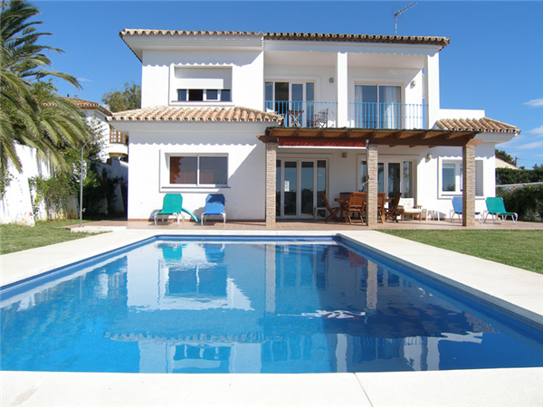 urlaub in spanien moderne mooie villa met zwembad dicht bij stranden don pedro estepona west. Black Bedroom Furniture Sets. Home Design Ideas